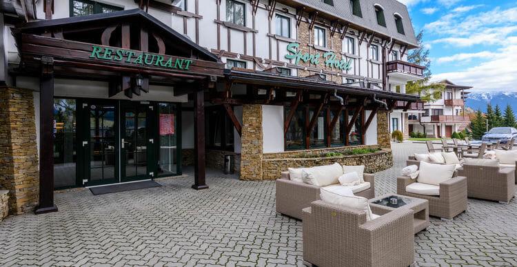 735ceabfa Šport Hotel leží v centre turistického a lyžiarskeho strediska Donovaly , v  blízkosti sedačkovej lanovky na Novú hoľu a lyžiarskeho svahu Záhradište.