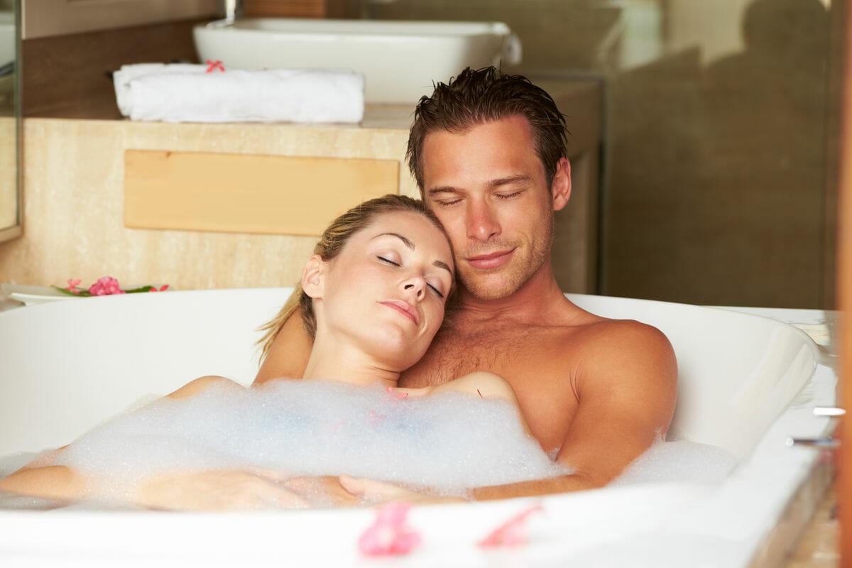 Красивая русская пара в ванной #13